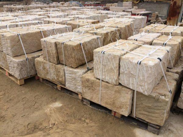 Mauerstein aus Sandstein