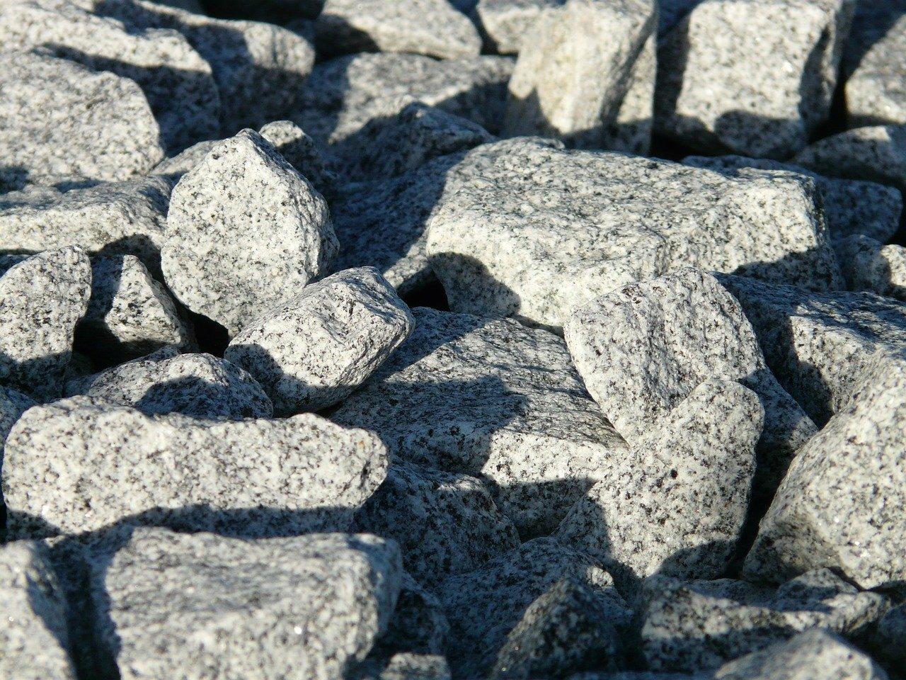 układanie granitu na tarasie